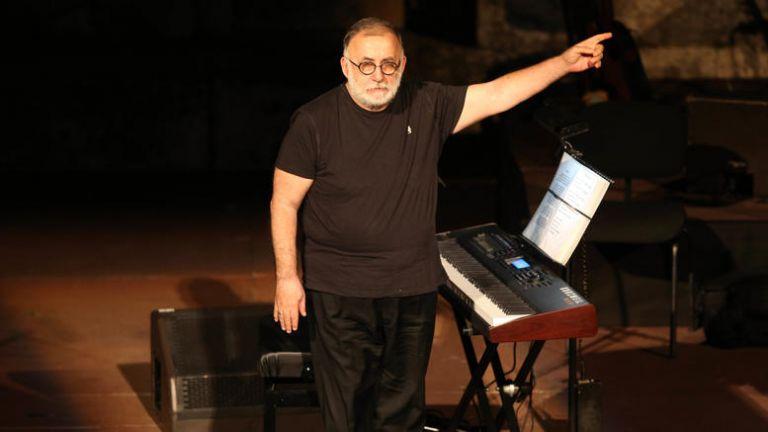 Πέθανε ο σπουδαίος μουσικοσυνθέτης Θάνος Μικρούτσικος | tanea.gr