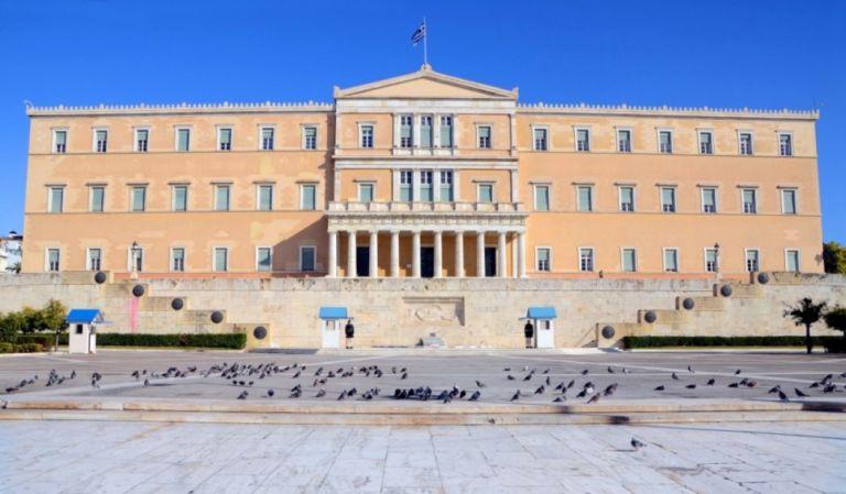 Γιατί οι Ελληνες βουλευτές μπαίνουν... στην πρίζα | tanea.gr