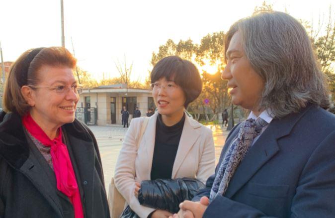 Η Λίνα Μενδώνη συναντήθηκε με τον διευθυντή του Εθνικού Μουσείου Τέχνης της Κίνας   tanea.gr