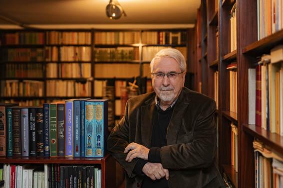Νίκος Δήμου : Η βιβλιοθήκη - θησαυρός και η σπουδαία δωρεά που έκανε | tanea.gr