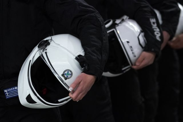 Εμφανίστηκε ο αστυνομικός της ΔΙ.ΑΣ. που χτύπησε ανήλικο στο Ζεφύρι | tanea.gr