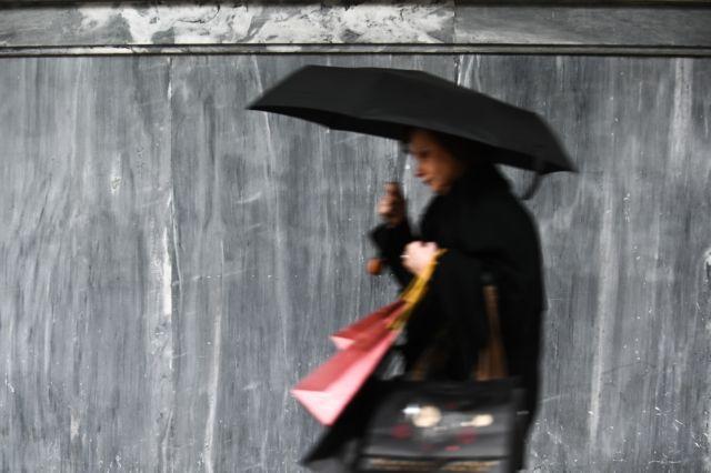 Καιρός: Βροχές, κρύο και ομίχλη το Σάββατο | tanea.gr