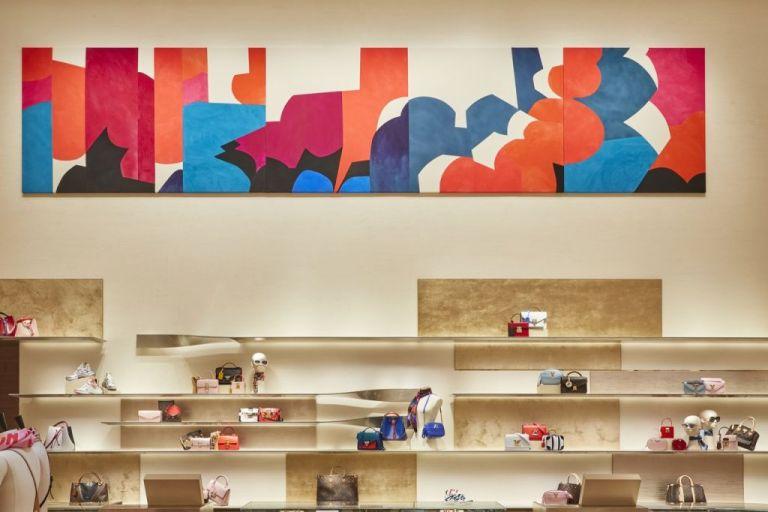 Το καλλιτεχνικό άγγιγμα της Σάρα Κράουνερ στο νέο κατάστημα της Louis Vuitton   tanea.gr