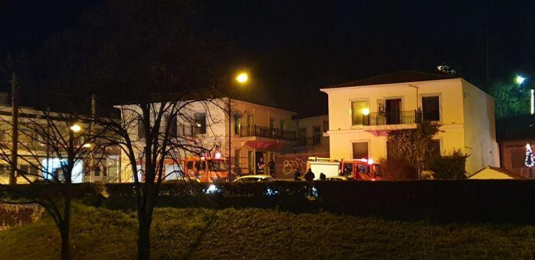 Τρίκαλα: Φωτιά σε εμπορικό κέντρο – Υποψίες για εμπρησμό | tanea.gr