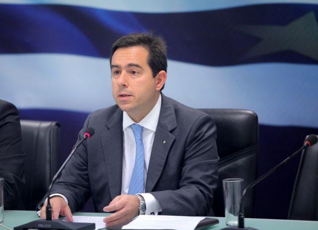 Προπηλάκισαν τον Μηταράκη στη Χίο για το μεταναστευτικό | tanea.gr