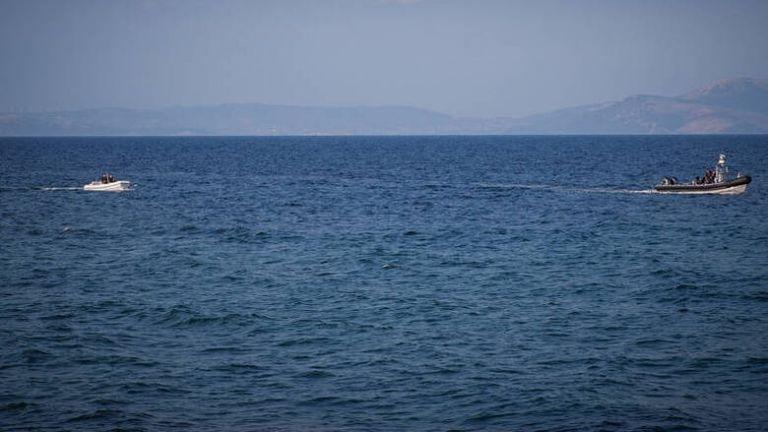 Τούρκοι λιμενικοί κλέβουν παραγάδι από Ελληνες ψαράδες στα Ίμια   tanea.gr