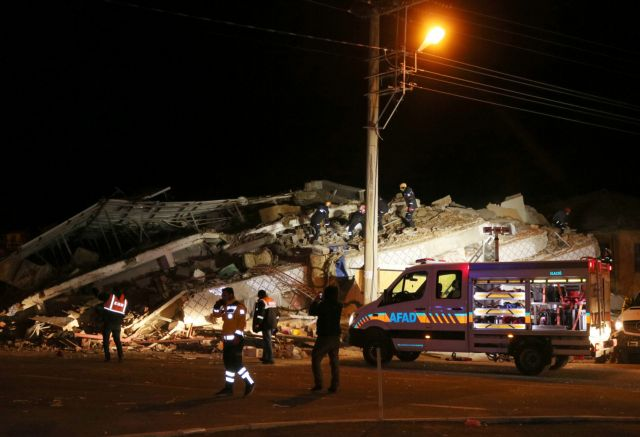 Τουρκία : Δύσκολη η νύχτα μετά τον ισχυρό σεισμό | tanea.gr