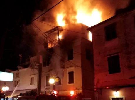 Κέρκυρα : Νεκρός ο εγκαυματίας από τη φωτιά σε αρχοντικό στο Μαντούκι   tanea.gr