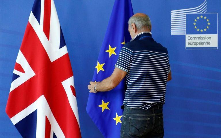 Brexit: Περισσότεροι από 60.000 Έλληνες υπέβαλαν αίτηση για να μείνουν στη Βρετανία   tanea.gr