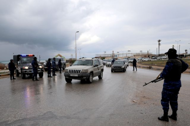 Λιβύη: Βροχή ρουκετών στο αεροδρόμιο της Τρίπολης   tanea.gr