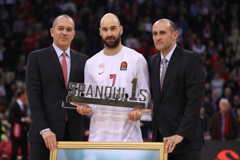 Ολυμπιακός: Βραβεύτηκε και αποθεώθηκε ο «θρυλικός» Σπανούλης (pics+vid) | tanea.gr