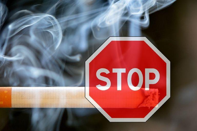Αντικαπνιστικός νόμος: Οι έλεγχοι έφεραν «καμπάνες» σε λέσχες καπνιστών | tanea.gr