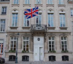 Οι Βρετανοί αφαίρεσαν ήδη τη σημαία της ΕΕ από την πρεσβεία τους | tanea.gr