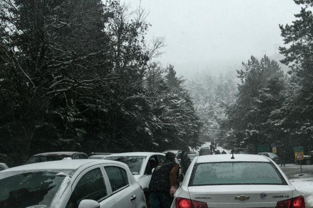 Πού χιονίζει τώρα: Σε ποιους δρόμους θα χρειαστείτε αλυσίδες   tanea.gr