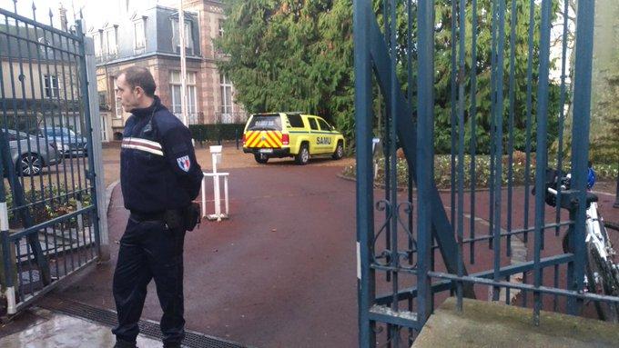 Συναγερμός στη Γαλλία για πυροβολισμούς σε δημαρχείο   tanea.gr