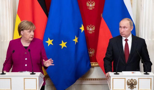Στην αναγκαιότητα άμεσων ειρηνευτικών συνομιλιών συμφώνησαν Μέρκελ και Πούτιν | tanea.gr