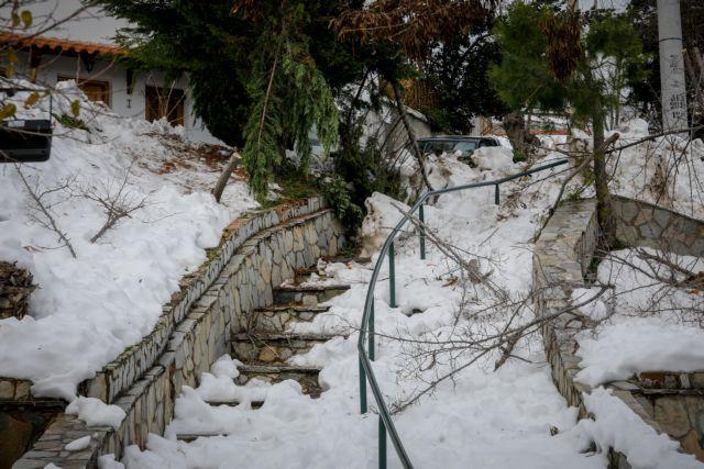 Σε εξέλιξη ο Ηφαιστίωνας - Ισχυρές χιονοπτώσεις, προβλήματα στο οδικό δίκτυο | tanea.gr