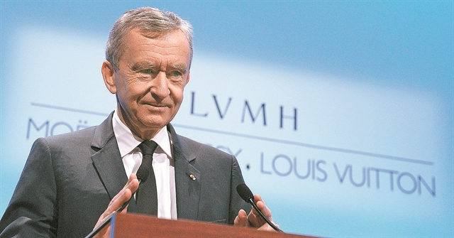 Πώς ο ιδιοκτήτης της LVMH είδε την περιουσία του να ξεπερνά τα 100 δισ. δολάρια   tanea.gr