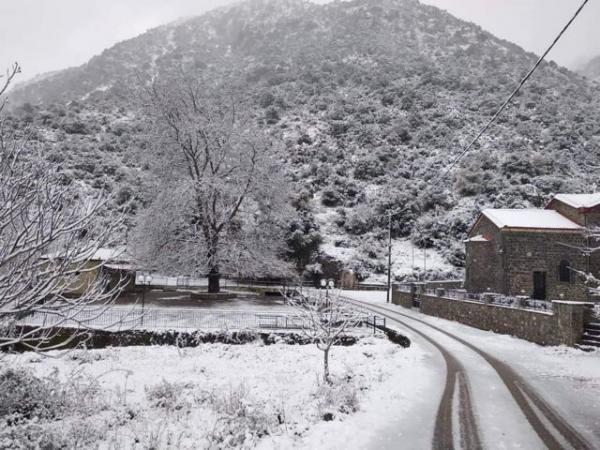 Κλειστοί δρόμοι λόγω παγετού – Πού απαιτούνται αλυσίδες   tanea.gr