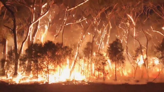 Ανεξέλεγκτες πυρκαγιές και νέο κύμα καύσωνα στην Αυστραλία   tanea.gr