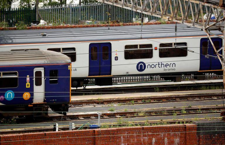 Βρετανία: Ο Τζόνσον κρατικοποιεί σιδηροδρόμους της βόρειας Αγγλίας   tanea.gr