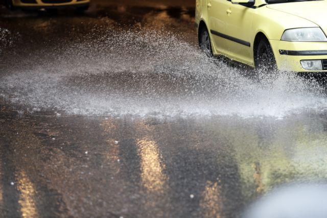 Kαιρός: Βροχές, καταιγίδες και πτώση της θερμοκρασίας   tanea.gr