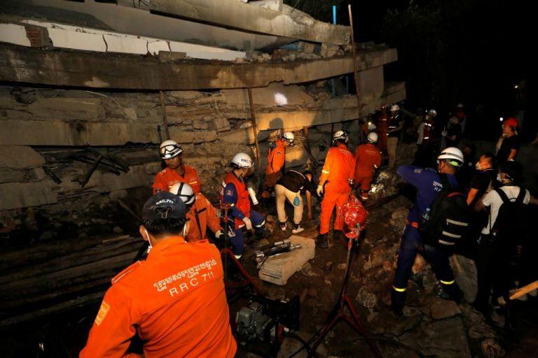 Καμπότζη : 10 νεκροί, 23 τραυματίες και εγκλωβισμένοι από κατάρρευση επταώροφου κτιρίου   tanea.gr
