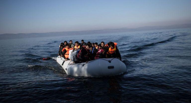 Με πλωτά φράγματα για να ανακοπούν οι μεταναστευτικές ροές | tanea.gr