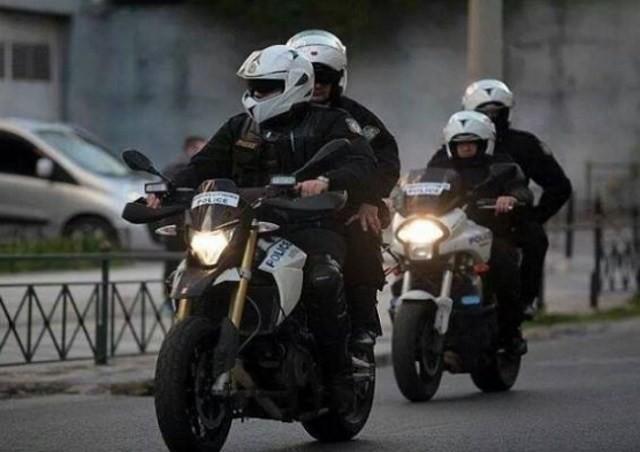 Επίθεση σε αστυνομικούς έξω από την ΑΣΟΕΕ | tanea.gr