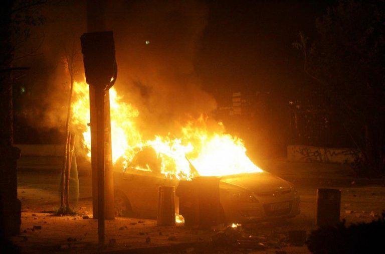 Καταδρομικές επιθέσεις και εμπρησμοί όλη τη νύχτα | tanea.gr