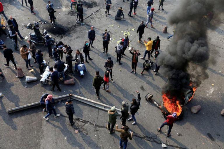 Ιράκ :  Συγκρούσεις των δυνάμεων ασφαλείας με διαδηλωτές σε Βαγδάτη και Βασόρα | tanea.gr