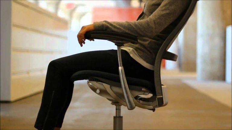 Η καθιστική ζωή... σκοτώνει το σώμα - Χρήσιμες συμβουλές για να ανακουφιστείτε | tanea.gr