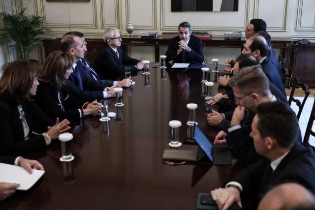 Συνάντηση Μητσοτάκη με τους Έλληνες εφοπλιστές για το μνημόνιο χορηγίας στα δημόσια νοσοκομεία   tanea.gr
