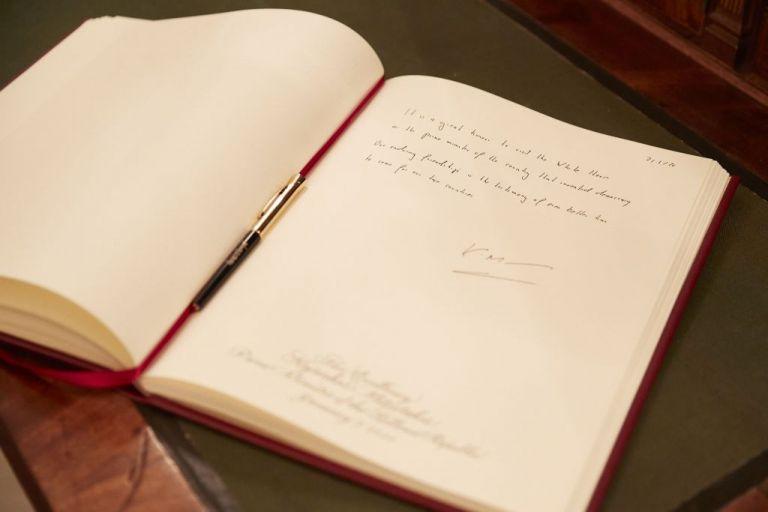 Τι έγραψε ο πρωθυπουργός στο βιβλίο επισκεπτών του Λευκού Οίκου   tanea.gr
