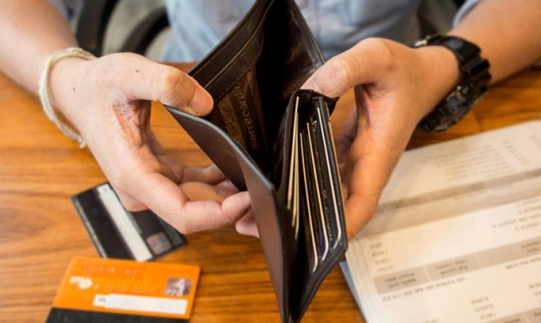 Ενας στους τρεις δυσκολεύεται να πληρώσει τους λογαριασμούς | tanea.gr