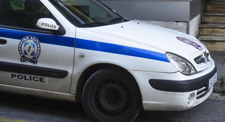 Αστυνομική επιχείρηση σε κατειλημμένο κτίριο - στέκι ναρκωτικών στη Λιοσίων   tanea.gr