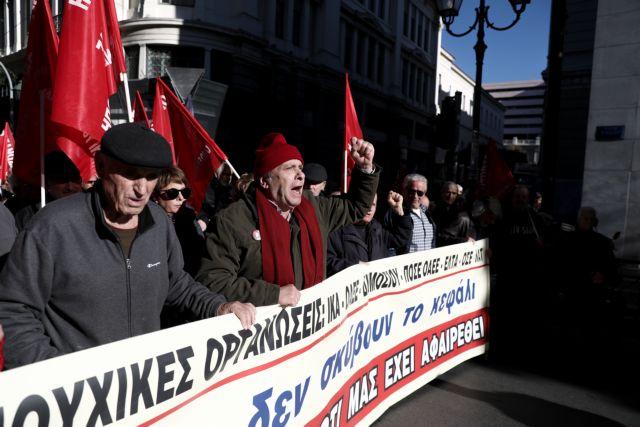 Έξω από το ΣτΕ οι συνταξιούχοι για τα αναδρομικά | tanea.gr