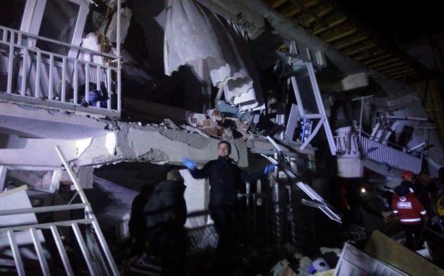 Τουρκία : Τέσσερις νεκροί από το σεισμό των 6,8 βαθμών | tanea.gr