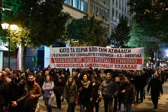 Απεργιακό μπλακ άουτ την Τρίτη : Δεμένα τα πλοία, χειρόφρενο στα μέσα μεταφοράς   tanea.gr
