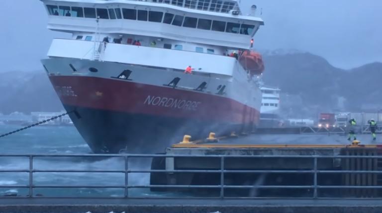 Κρουαζιερόπλοιο δένει εν μέσω θαλασσοταραχής σε λιμάνι στη Νορβηγία | tanea.gr