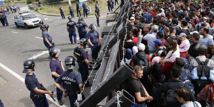 Ο Όρμπαν ανακοίνωσε ενίσχυση των μέτρων ασφαλείας στα νότια σύνορα της Ουγγαρίας | tanea.gr