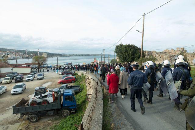 Τα ΜΑΤ διέλυσαν την ειρηνική διαμαρτυρία προσφύγων στη Λέσβο   tanea.gr
