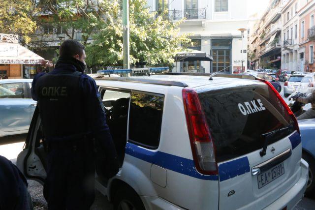 Εξάρχεια: Αστυνομική επιχείρηση για ναρκωτικά με προσαγωγές και συλλήψεις | tanea.gr