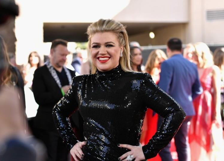 Κέλι Κλάρκσον : Στην σκηνή των Billboard για τρίτη χρονιά | tanea.gr