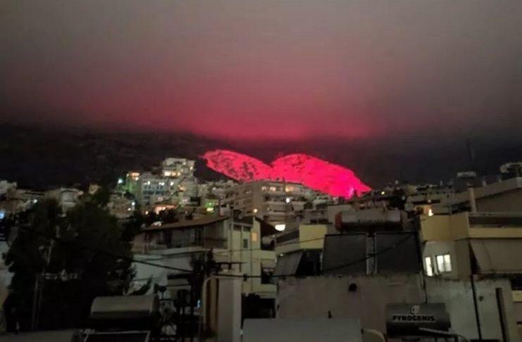 Χαϊδάρι : Εντυπωσίασε η τεράστια φωταγωγημένη κόκκινη καρδιά | tanea.gr