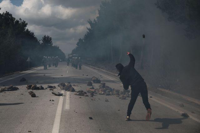 Σοβαρά επεισόδια σε Λέσβο και Χίο με τραυματίες 51 αστυνομικούς | tanea.gr