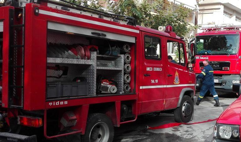 Θεσσαλονίκη: Υπό μερικό έλεγχο φωτιά σε ισόγειο διαμέρισμα | tanea.gr
