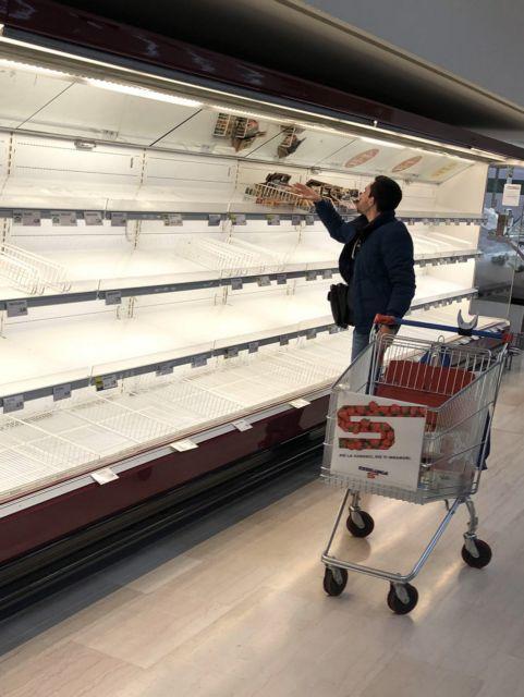 Κορωνοϊός: Φόβοι στην αγορά για ελλείψεις προϊόντων | tanea.gr