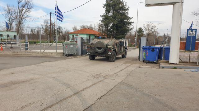 Εκλεισαν τα σύνορα στον Εβρο - Απωθούν με χημικά μετανάστες | tanea.gr