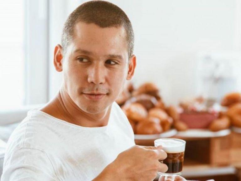 Σωτήρης Κοντιζάς: Βίντεο ντοκουμέντο να μαγειρεύει πριν γίνει διάσημος | tanea.gr